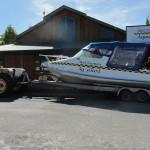 Le bateau-taxi rentre en tracteur!
