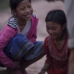 Initiation aux osselets avec des enfants Akha