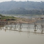 Pont de bambou sur la rivière Nam Khan