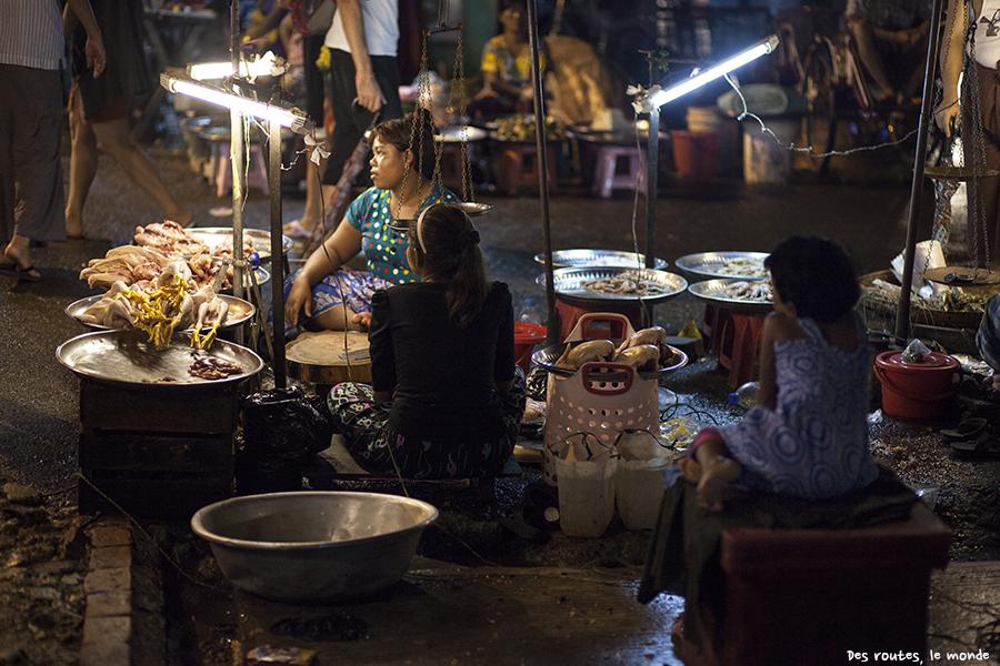 Le marché de nuit de Yangon