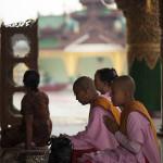 Jeune nonne en prière