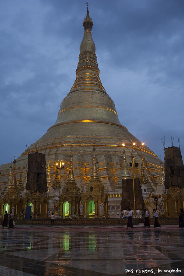 Shwe Dagon Pagoda de nuit