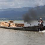 Un marchand sur le lac Inle