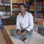 Un vendeur de saris