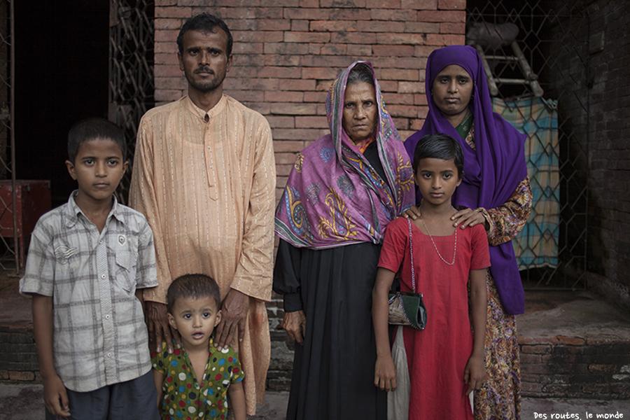 Une famille qui pose pour nous