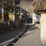 Une rue à l'heure dorée