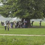 Des Indiens sous un arbre