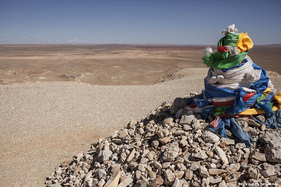 Un ovoo dans le désert